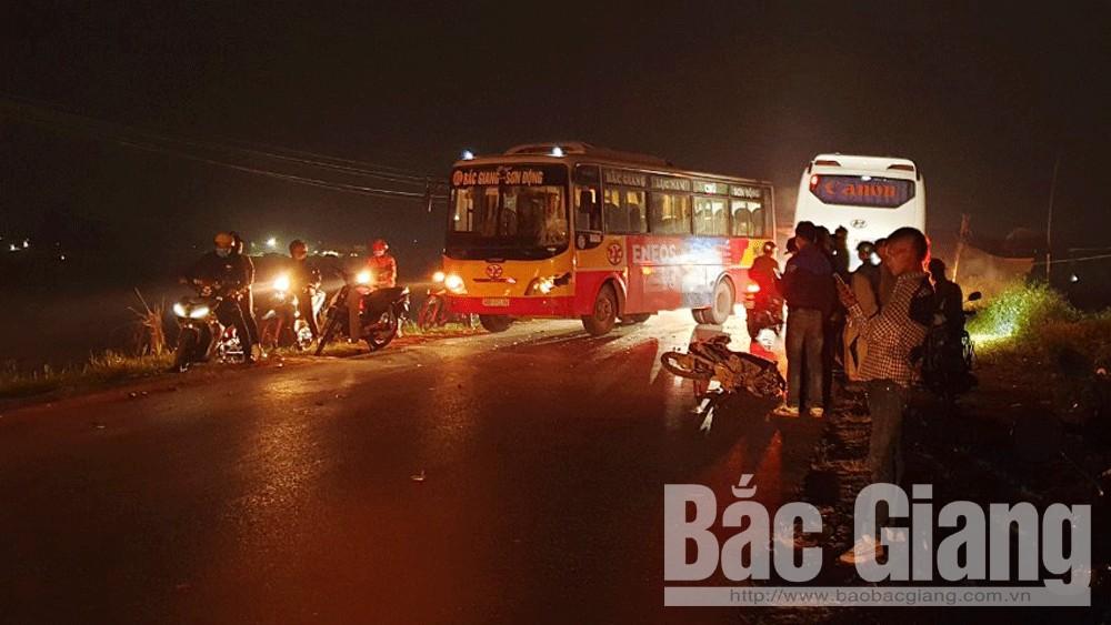 Bắc Giang: Xe buýt va chạm với xe máy làm một người tử vong
